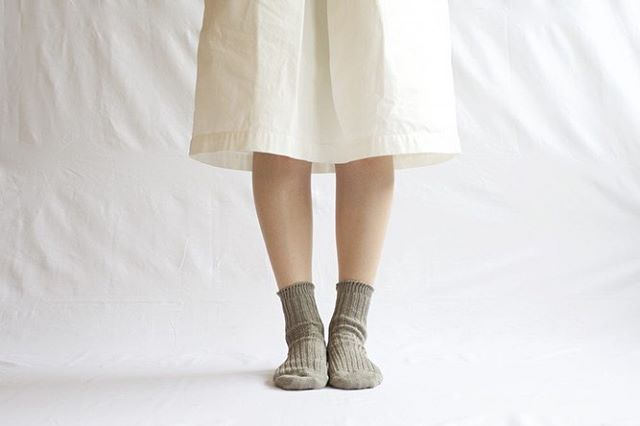 .\NISHIGUCHI KUTSUSHITA展/.◉リネンリブソックス / 1,296円リネン100%の糸を使用したリブショートソックス。通気性、発散性が高く、蒸れにくいので爽やかなはき心地です。光沢がありしゃりしゃりとした、リネンの肌触りが心地よい靴下です。 ..会期:6/14(金)〜7/7(日)場所:デイリーズ三鷹店.#デイリーズ#デイリーズカフェ#西口靴下#NISHIGUCHIKUTSUSHITA#naturalsunny#夏#靴下#靴下コーデ#三鷹#NISHIGUCHIKUTSUSHITA展#ootd#丁寧な暮らし#丁寧に暮らす#足元倶楽部#サンダルに靴下
